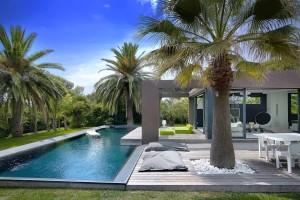 costruzione-piscina-moderna